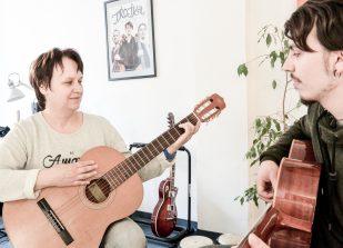 Gitarrenunterricht mit Erwachsenen