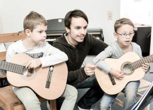 Gitarrenunterricht mit Kindern