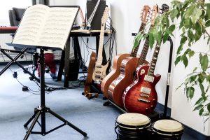 Unterrichtsraum in Dresden Strießen - Gitarren