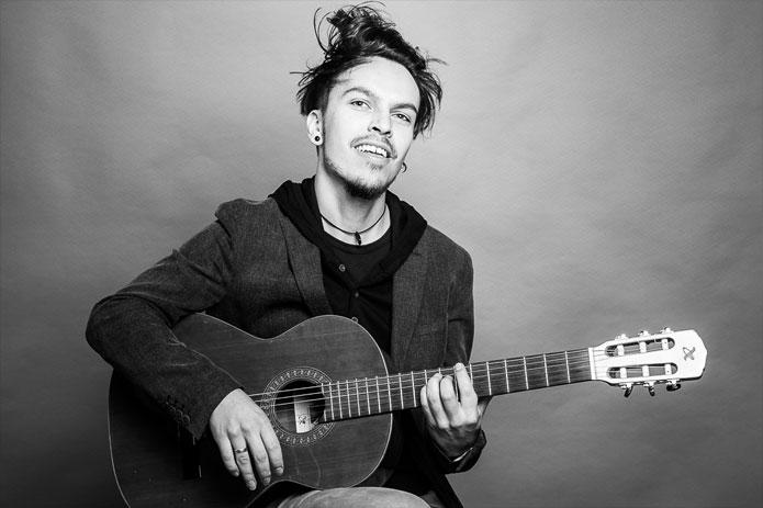 Bild von Rico Wolf- Lehrer für Akustik-Gitarre